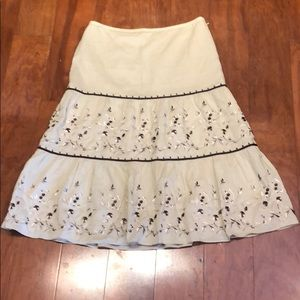 ANN TAYLOR EMBROIDERED COTTON LINED SKIRT, SIZE 6